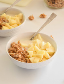 Vanilla Kefir Apple Parfait (in a bowl)