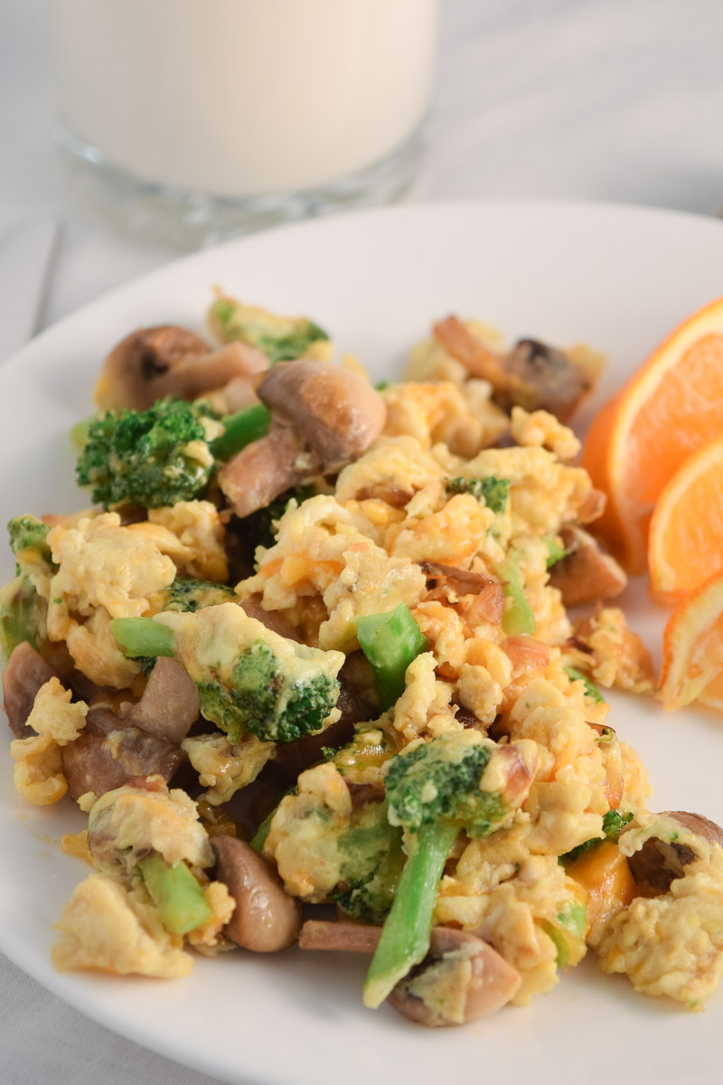 Fresh Vegetable Egg Scramble